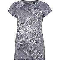 Blue ornamental print fitted t-shirt