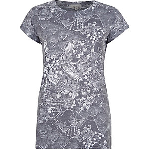 Blue ornamental print fitted t-shirt