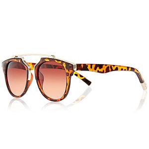 Brown tortoise round brow bar sunglasses