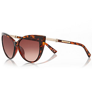 Brown tortoise extreme cat eye sunglasses