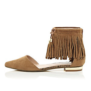 Brown tasselled fringed pointed shoes
