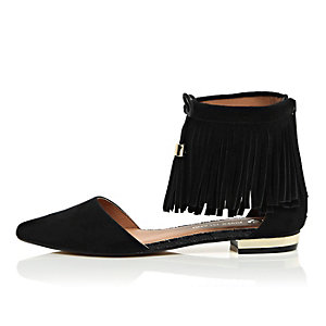 Black tasselled fringed pointed shoes