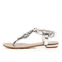 Silberne Sandalen mit Verzierung