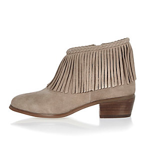 Beige fringed ankle boots