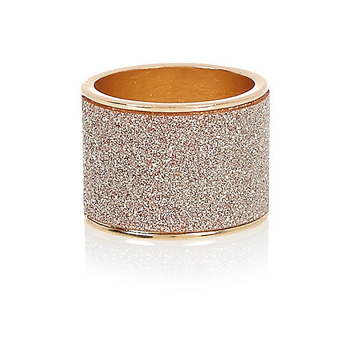 Gold tone pink oversized glitter ring