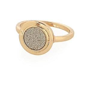 Gold tone glittery signet ring