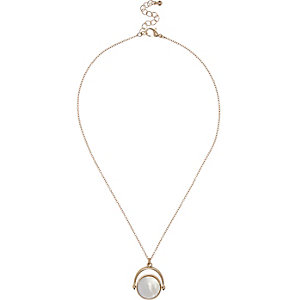 Gold tone circle twist necklace