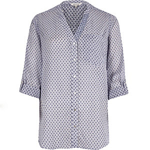 Purple print V-neck shirt