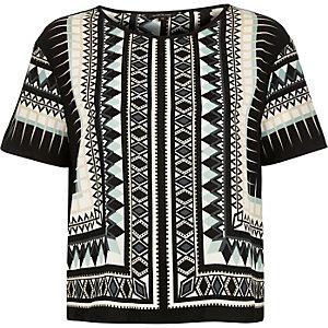 Black geometric print t-shirt