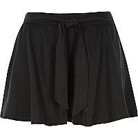 Black flippy shorts