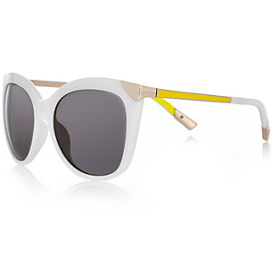 White contrast cat eye sunglasses