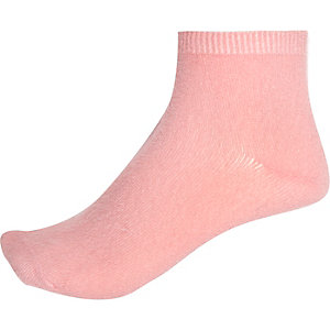 Pink fluffy ankle socks