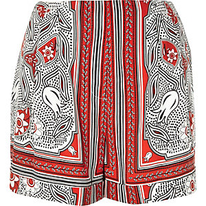 Red print loose shorts