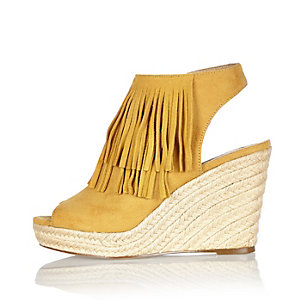 Yellow fringed slingback wedges