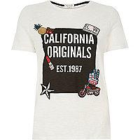 White badge California print t-shirt
