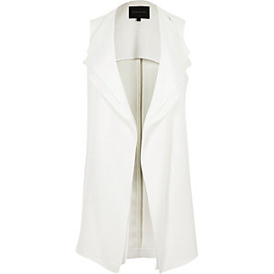 White double layer sleeveless jacket