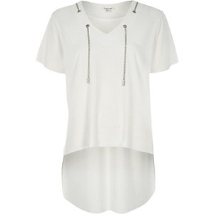 White chain thread t-shirt