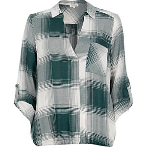 Green check bubble hem blouse