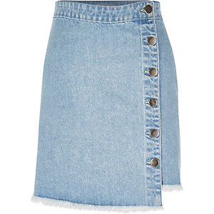 Mid wash denim buttoned mini skirt