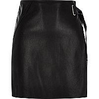 Mini-jupe portefeuille noire avec boucle