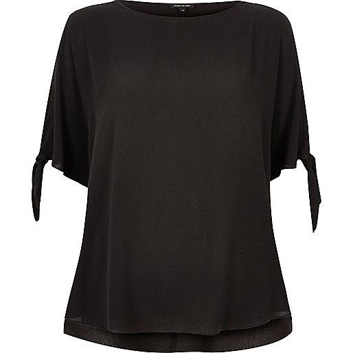 T-shirt noir à manches fendues