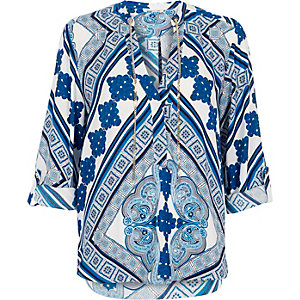 Blue floral print chain blouse