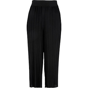Black cropped pleated pants