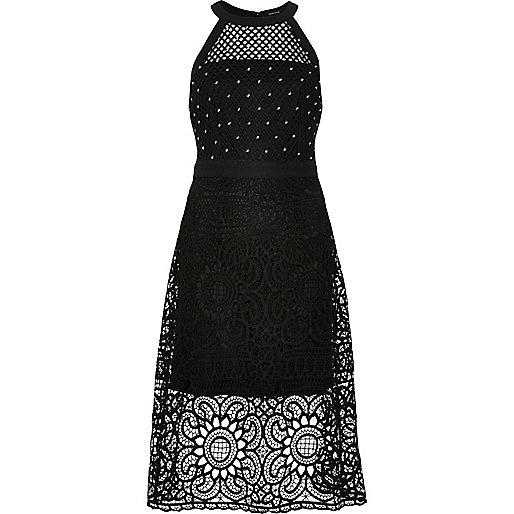 Robe de gala noire cloutée style années 90