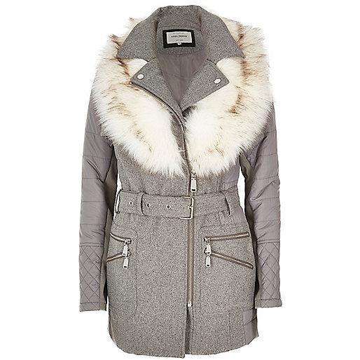 Manteau matelassé gris à col en fausse fourrure