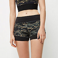 RI Active – Sport-Shorts mit Camouflage-Muster