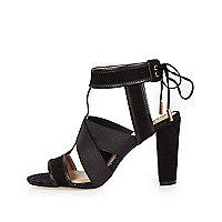 Sandales noires à bride croisée et talons