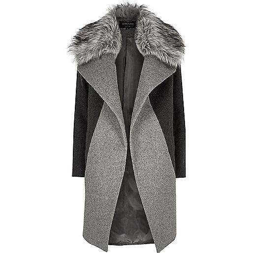 Manteau gris avec col en fausse fourrure