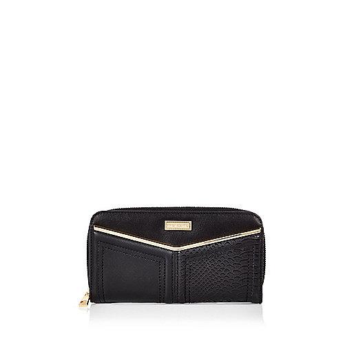 Black V-bar purse
