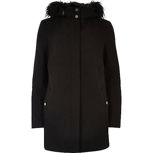 Manteau noir à capuche et bordure en fausse fourrure