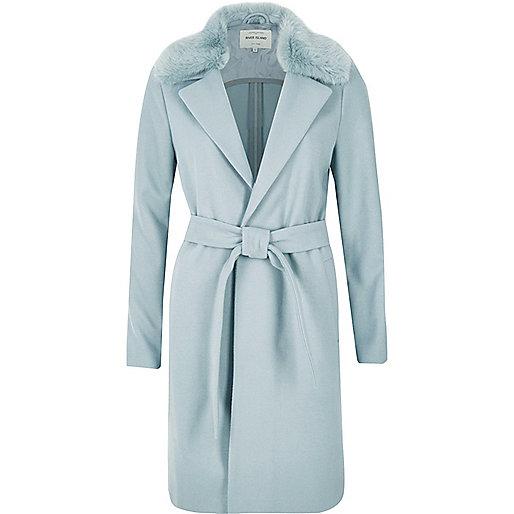 Manteau long bleu clair avec col en fausse fourrure