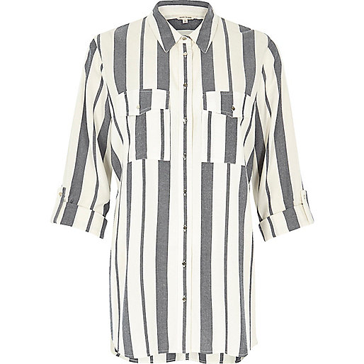 Marineblaues gestreiftes Hemd