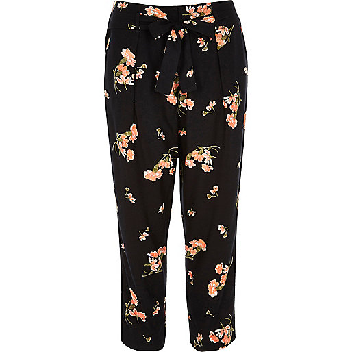 Black floral print tapered cropped pants