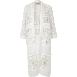 Kimono à ornements en dentelle crème