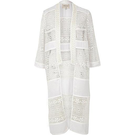 Kimono in Creme mit Spitzenverzierung