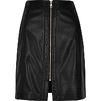 Mini-jupe en cuir synthétique noire avec fermeture Éclair