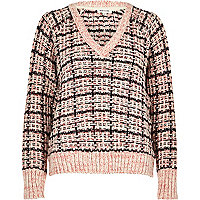 Pull en grosse maille à carreaux rose
