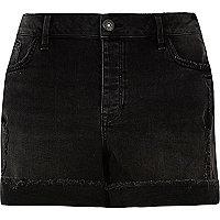 Short boyfriend RI Plus en jean délavage noir