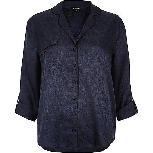 Marineblaues, seidiges Pyjama-Hemd mit Muster