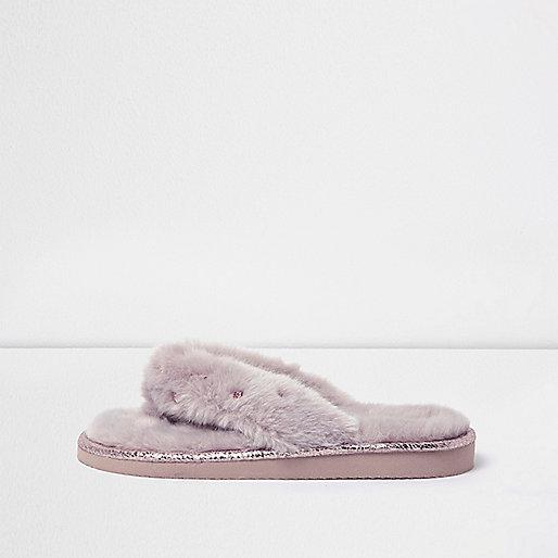 Pinke Slipper mit Kunstfellbesatz und Strasssteinen