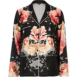 Schwarzes Pyjama-Hemd mit Blumenmuster