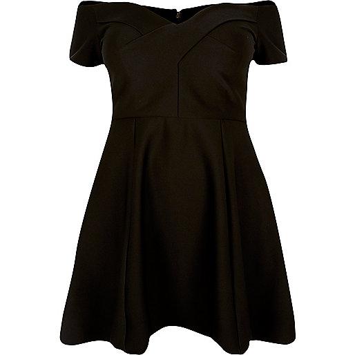 RI Plus – Schwarzes Skater-Kleid mit Schulterausschnitten