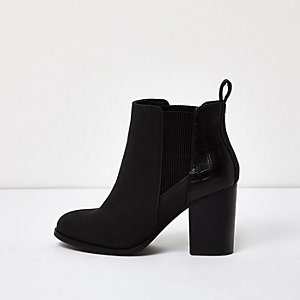 Schwarze Chelsea-Stiefel mit Absatz aus Lackleder