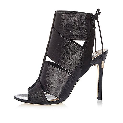 Black elastic strap shoe boots