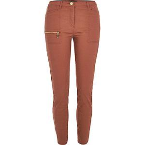 Rostrote Skinny Fit Hose mit Reißverschluss