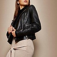 Blouson en cuir noir zippé style motard